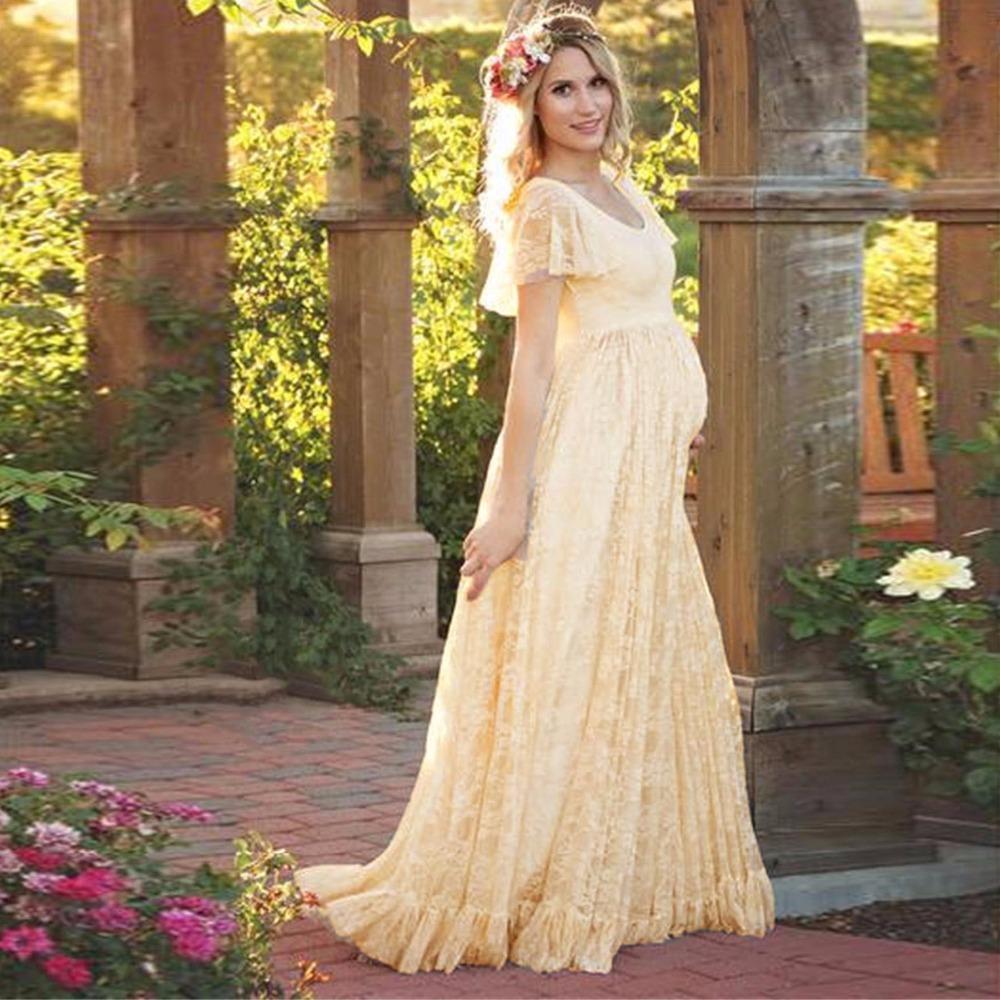 Jolie robe de grossesse en dentelle