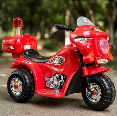 Tricycle électrique avec gyrophare