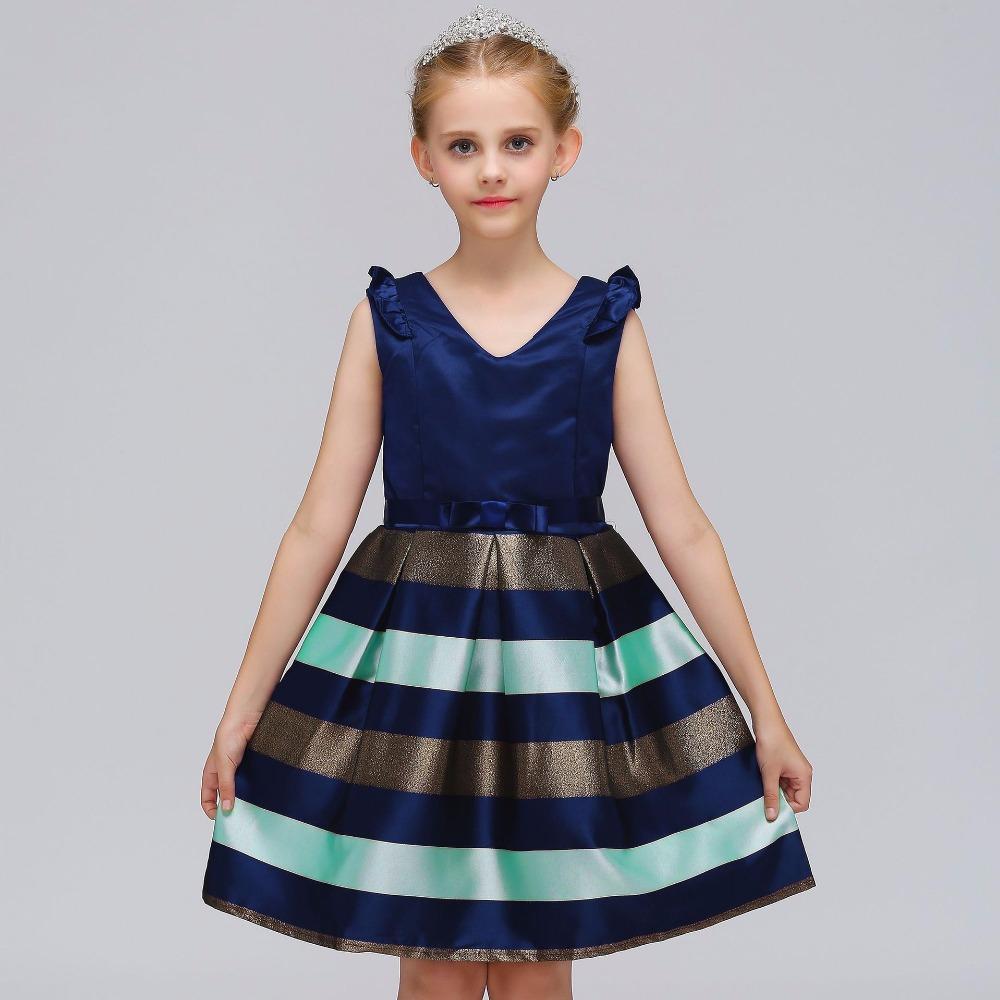 Jolie robe de princesse avec rayure