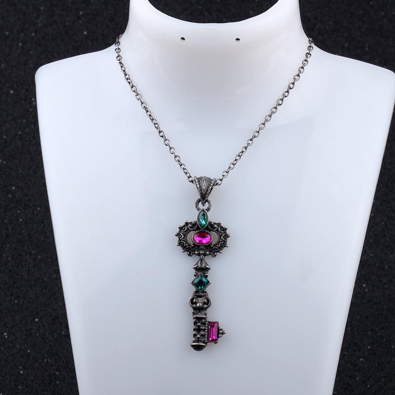 Pendentif vintage avec clés & cristal