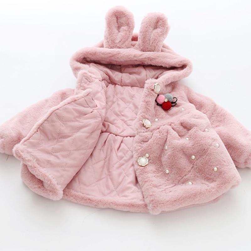 Lapino : manteau lapin avec besace et perles