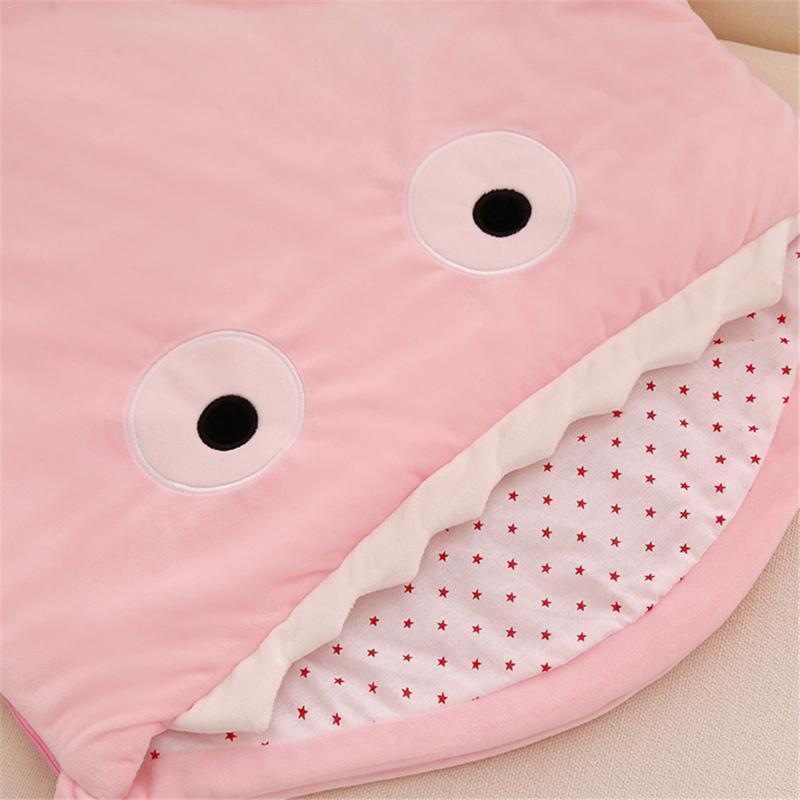 Couchage bébé en forme de Requin