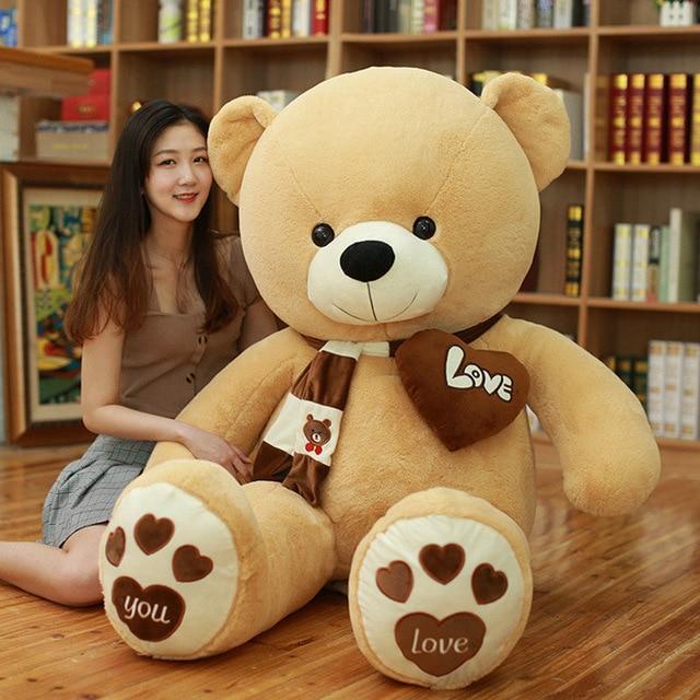 Ours en peluche avec écharpe et cœur